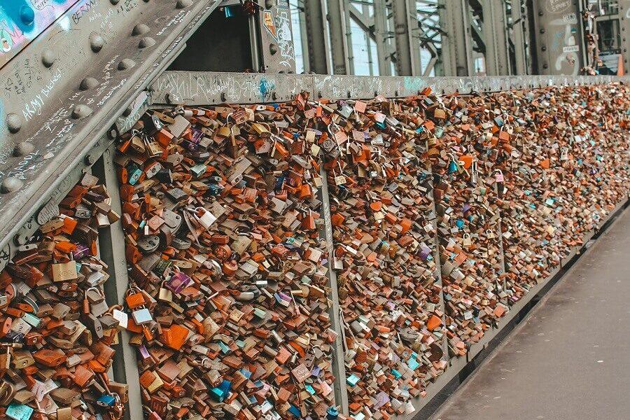 Lucchetti innamorati ponte di Hohenzollern