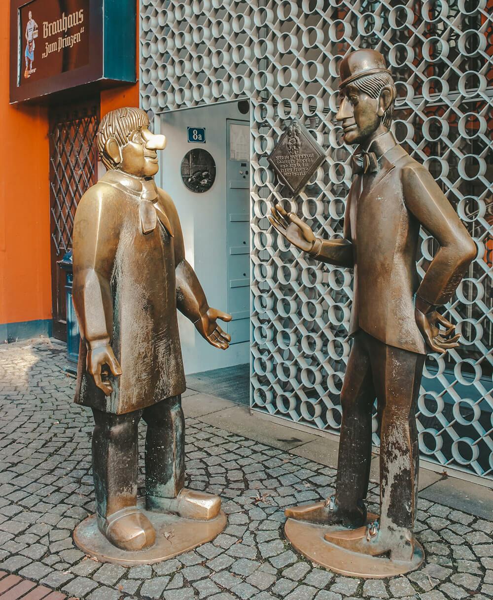 Statue Stanlio e Ollio Colonia - Cosa vedere a Colonia