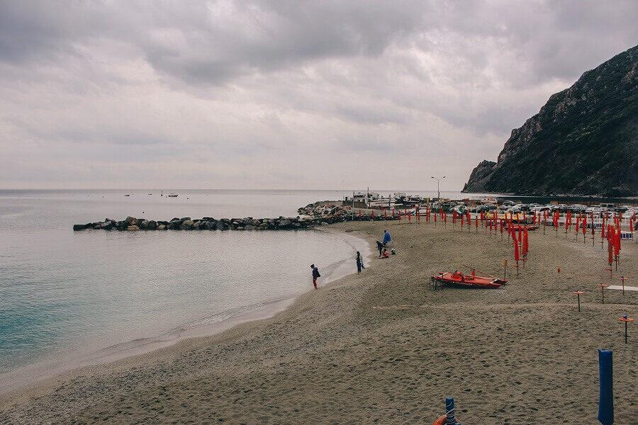 Spiaggia di Monterosso | Come visitare le 5 terre e cosa vedere