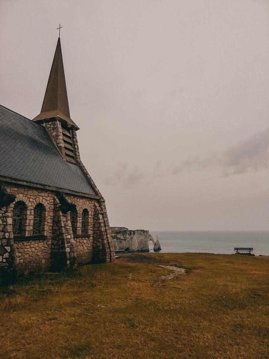 Chiesa a etretat scogliere di Etretat | 3 giorni in Normandia